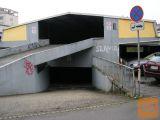 Bežigrad Topniška v garažnem objektu