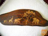 intarzija z različnih barv lesa slika slone 42x14 cm